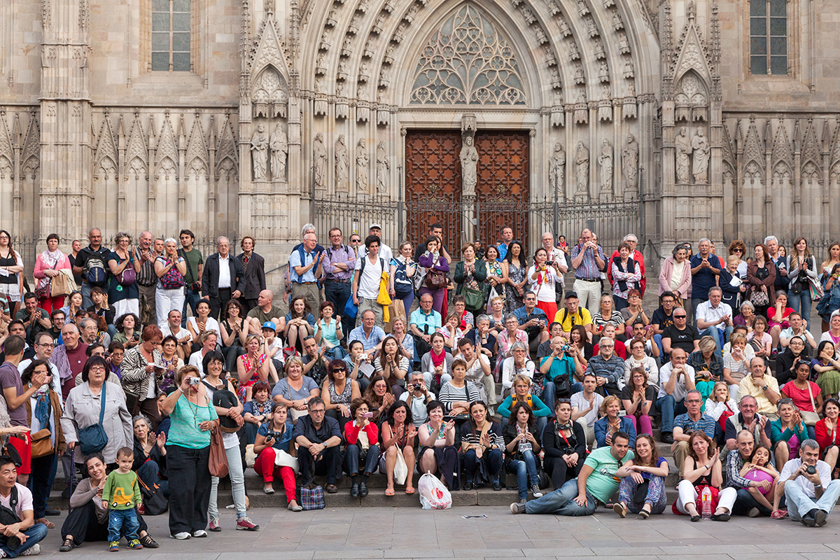 Cathedral Barcelona Crowd By Professional Photographer Yannick Dixon
